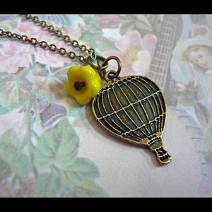 Vintage style hot air balloon pendant necklace